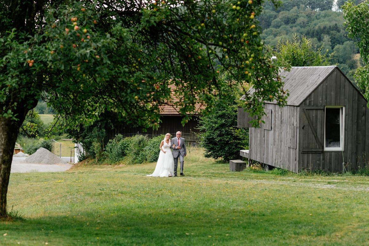 Einlauf der Braut mit ihrem Vater