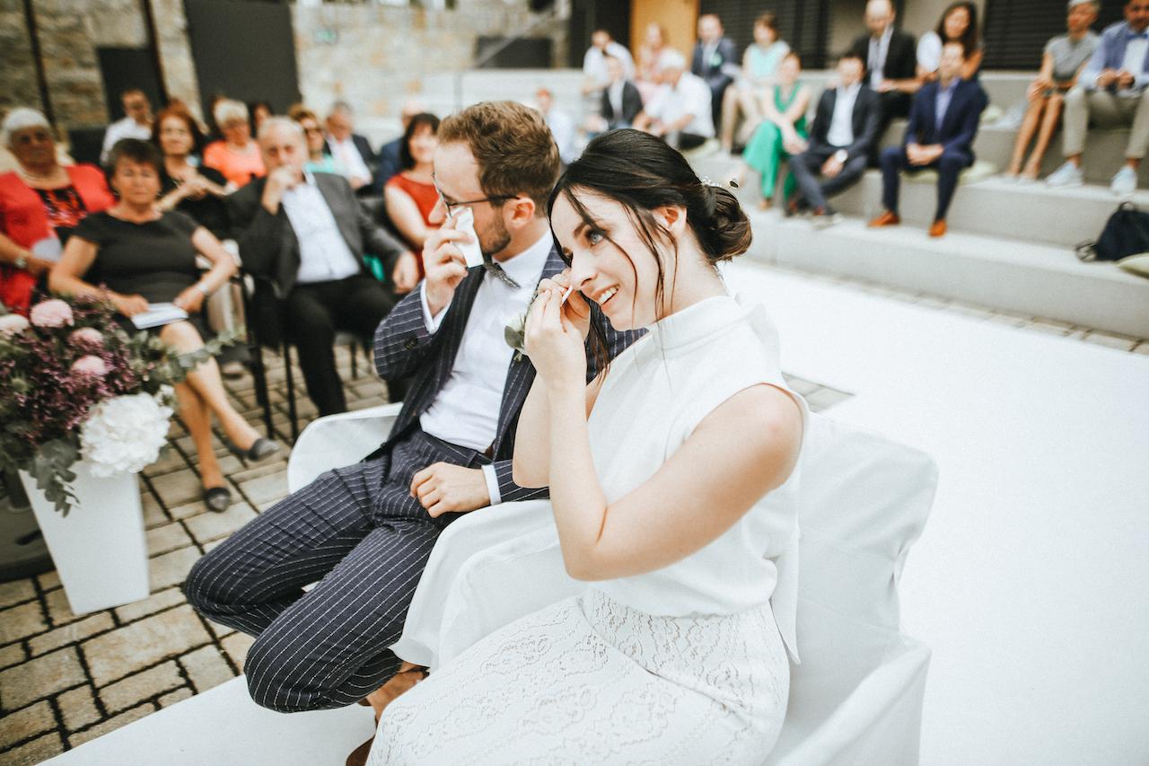 Tränen während der Trauzeremonie