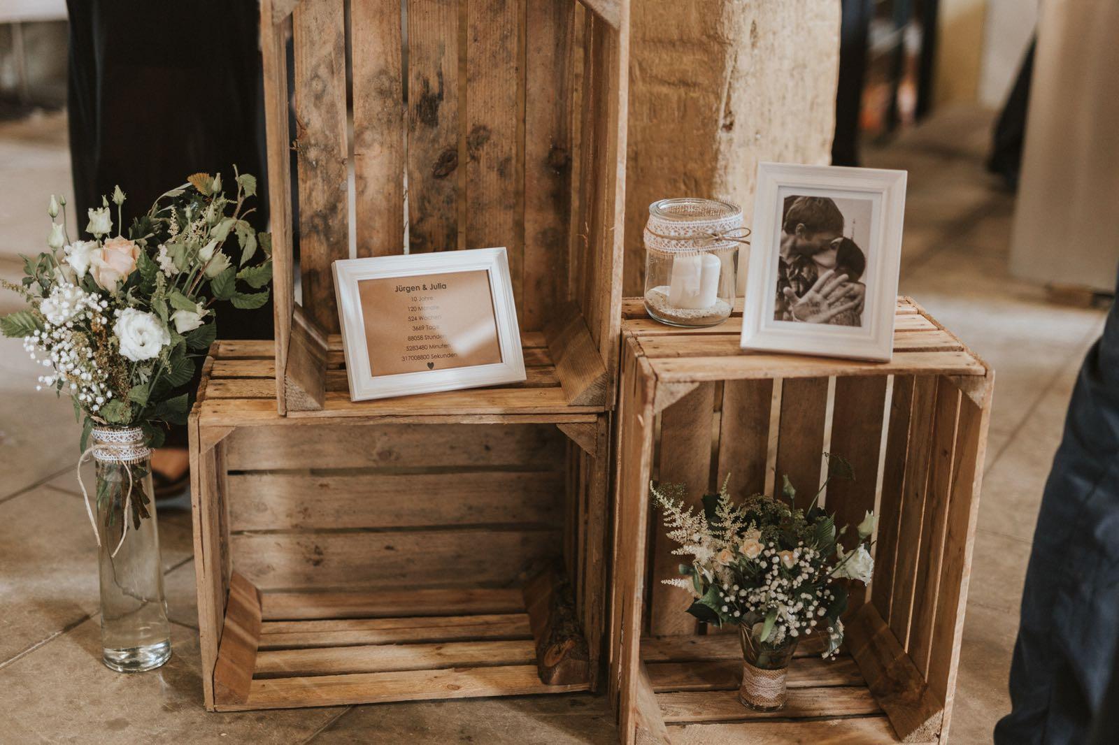 Hochzeitsdekoration Weinkisten
