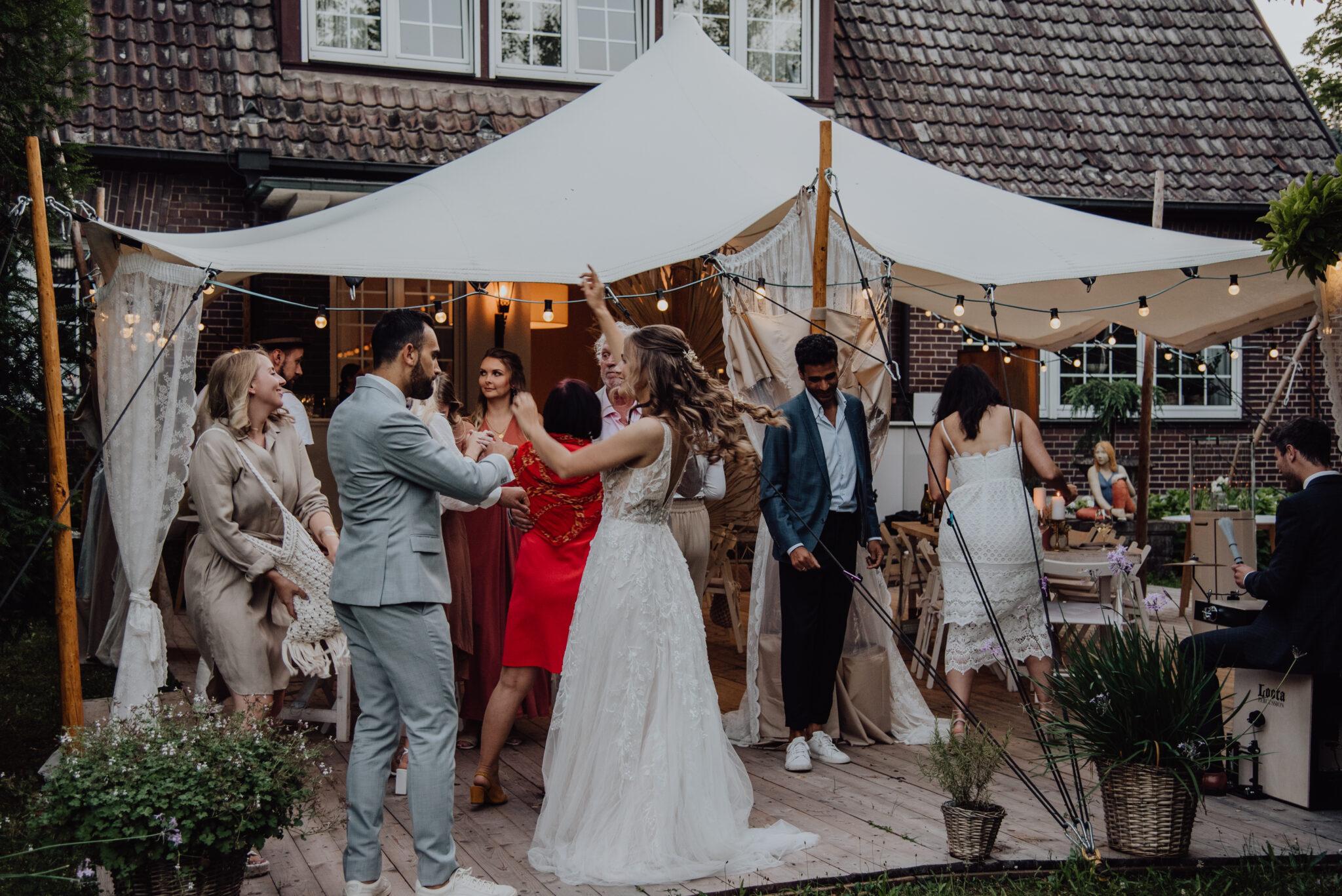 Hochzeitstanz im Garten
