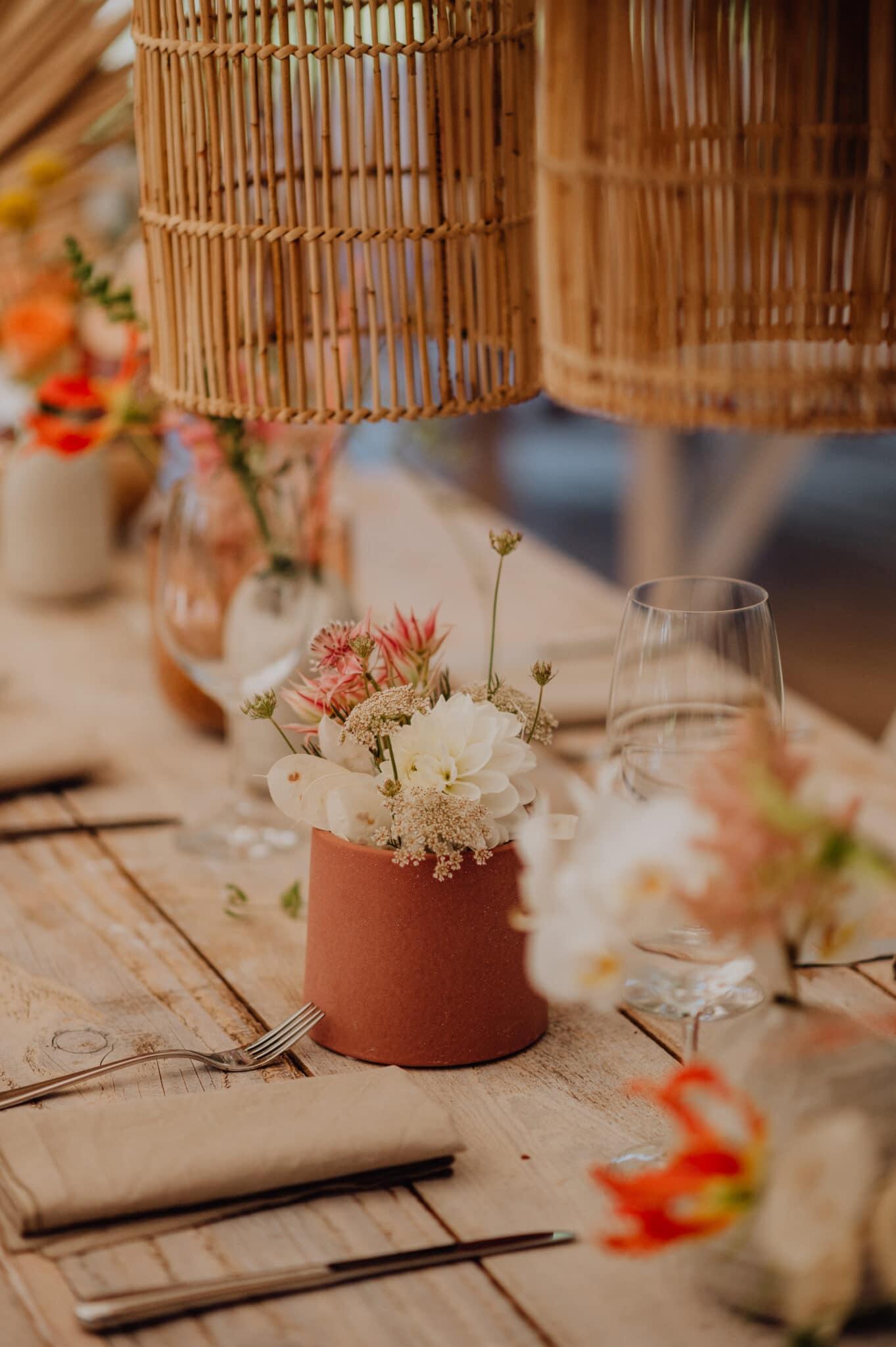 Hochzeitsdeko in Orange, rosa und weiß
