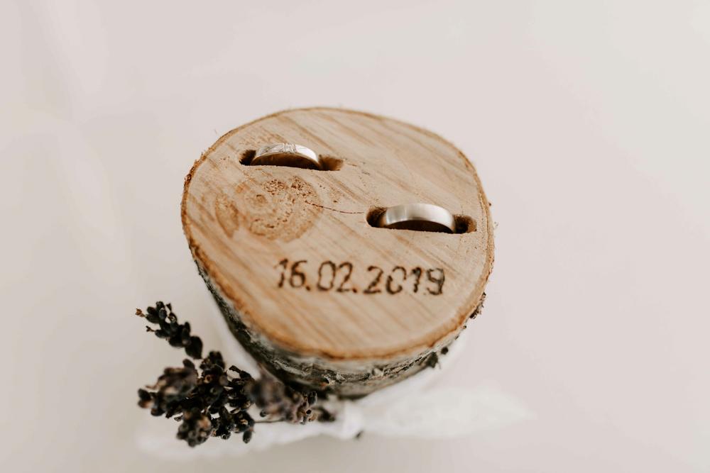 Ringkissen aus Holz