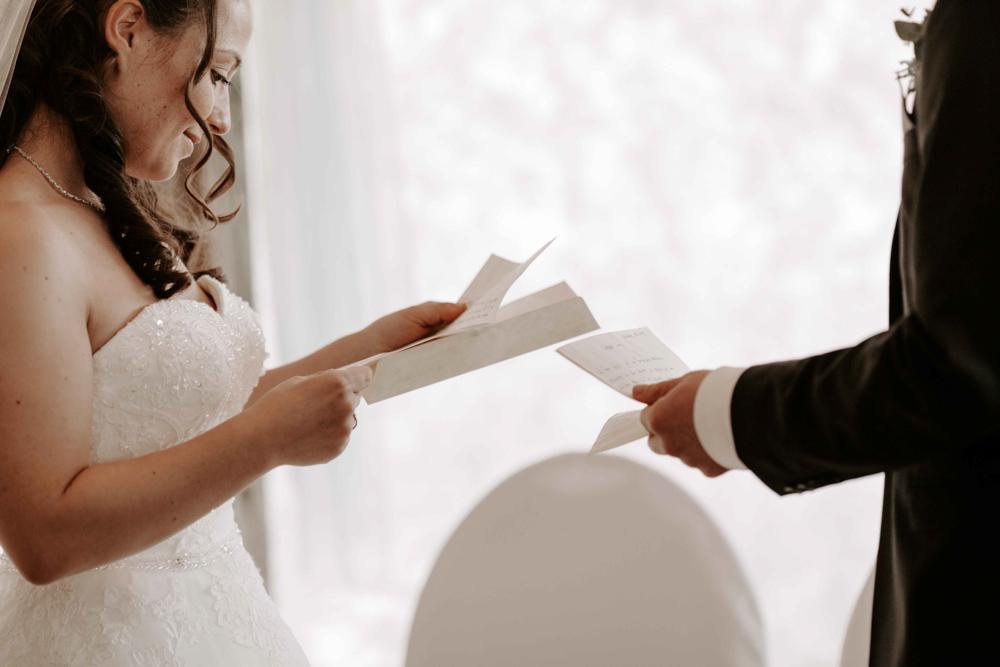 Eheversprechen während der freien Trauung